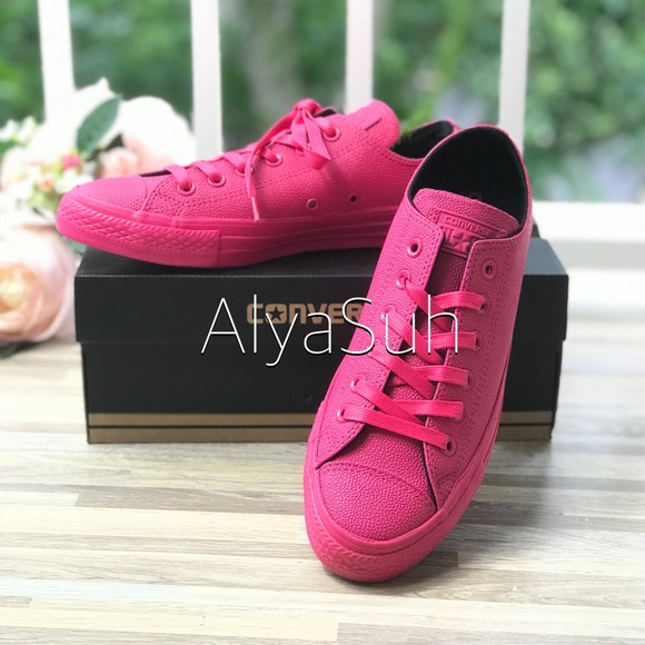 ... NWT Converse Ctas OX VividPink WMNS AUTHENTIC official images 3f6e3  19447  Converse Shoes - NWT Converse AdFabric AllStar Red HT M ... 95c58bca3